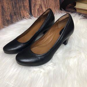 Clarks Artisan | Black leather round toe pump